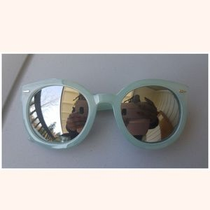 URBAN OUTFITTERS NO NAME SUNGLASSES